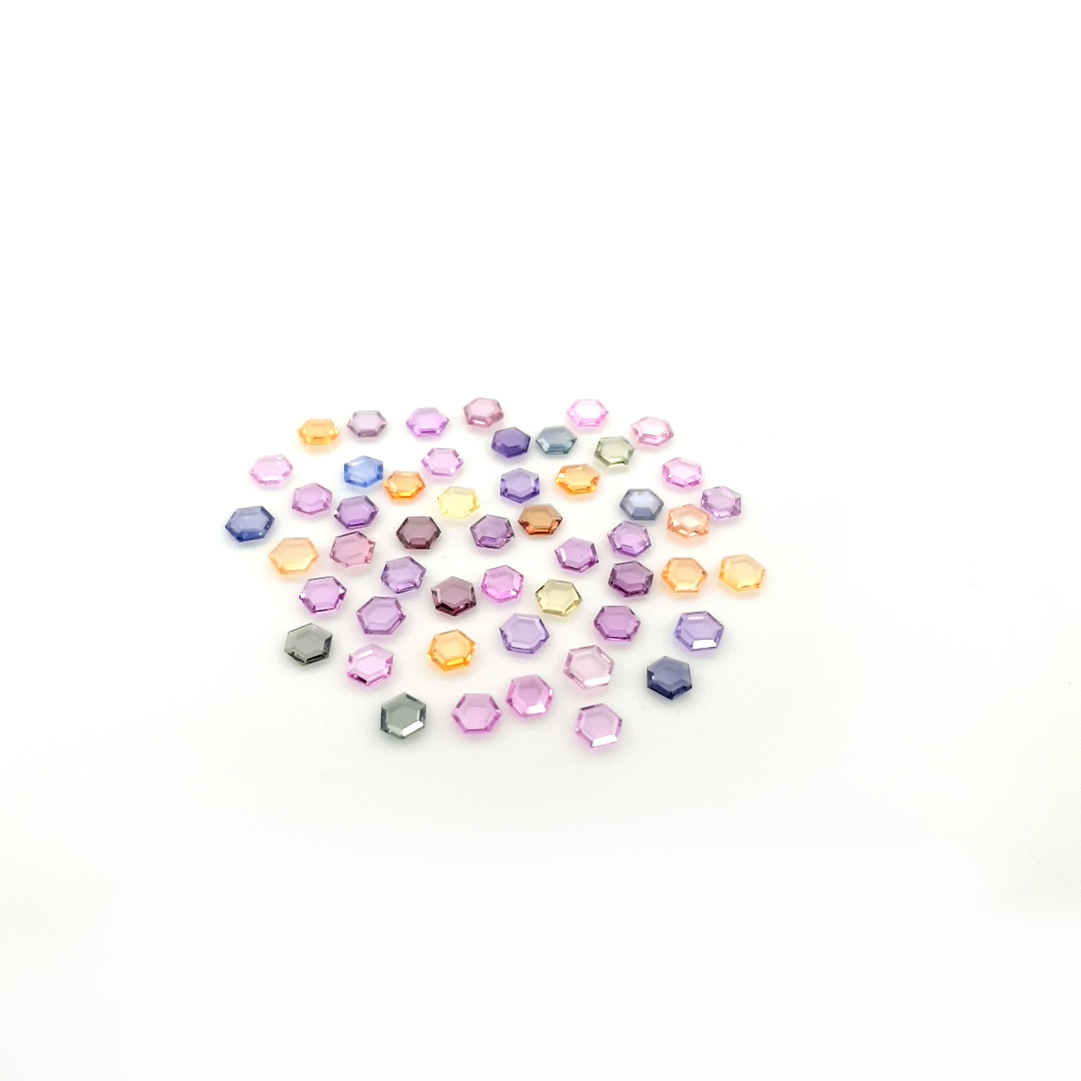 FancySapphire-4mm-hexagone-SFB20C7-ClaudiaHamannEdelstein__2021-02-01-16-45-41